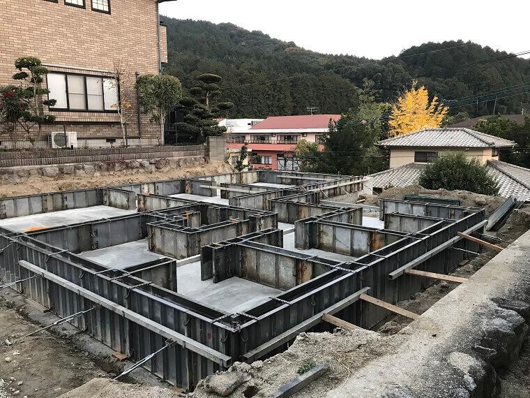 基礎枠組みにコンクリートを流し込み終了、養生中