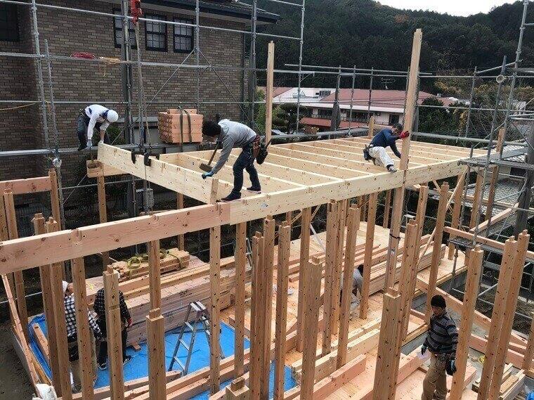 2階の梁を組立