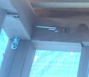 在来工法の補強金物を柱と梁に設置している架構状況
