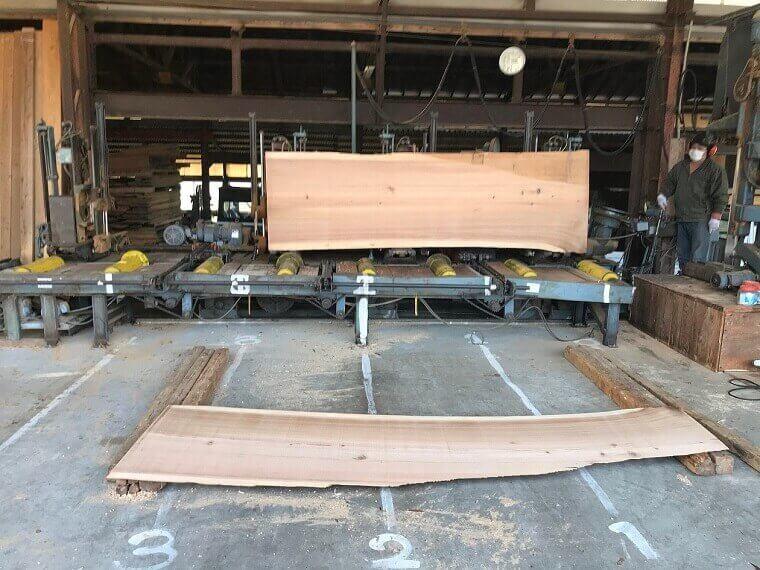無垢の吉野杉一枚板 製材工程7