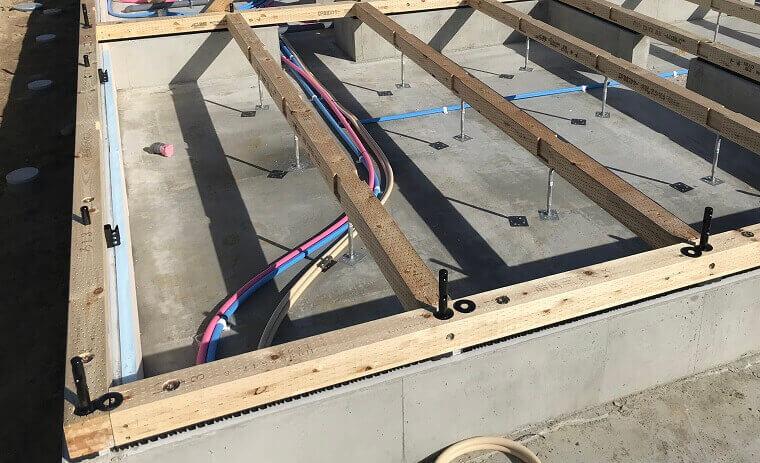 1階柱脚HSSコラム設置-土台設置後複数
