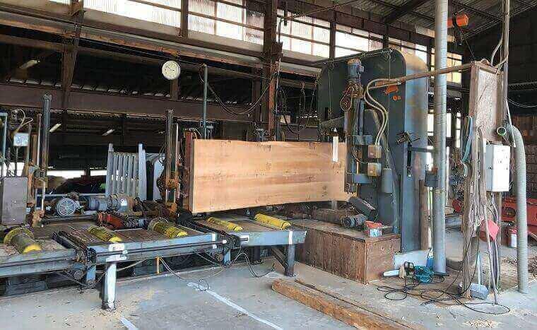無垢の吉野杉一枚板 製材工程4
