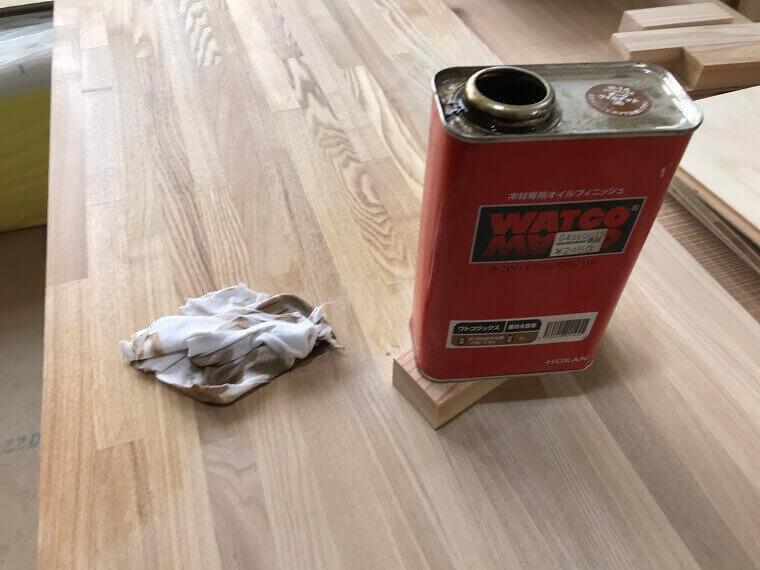 ワトコオイルの赤い缶の蓋を開けた状態