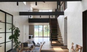 空を眺める家-完成-エントランス